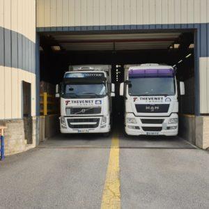 Deux_camions_a_quai